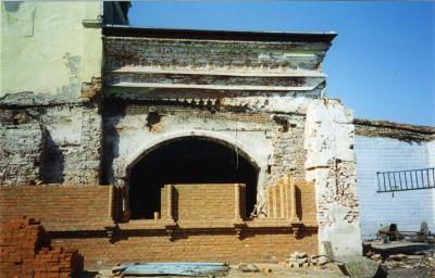29 июня 1997 была совершена закладка порушенных и оскверненных в 1932 году центрального Никольского и северного Покровского алтарей
