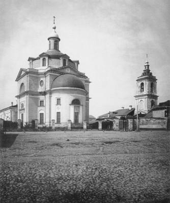 Колокольня храма Усекновения главы Иоанна Предтечи в Казенной слободе (старая фотография)